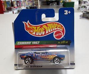 【送料無料】模型車 モデルカー スポーツカーホットホイールカマロhot wheels camaro 1967 3 of 4 blue with flames bnib
