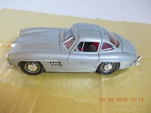 【送料無料】模型車 モデルカー スポーツカーメルセデスベンツドアburago 1954 mercedes benz sl 300 with wing doors