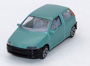 【送料無料】模型車 モデルカー スポーツカーフィアットプントfiat punto 143 burago