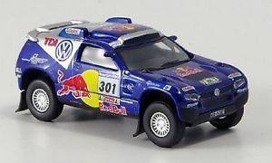 【送料無料】模型車 モデルカー スポーツカーフォルクスワーゲンレースレッドブルモデルjm 2126517 schuco 25327 vw race touareg 2007 red bull n301 model