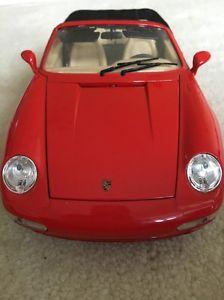 【送料無料】模型車 モデルカー スポーツカーポルシェカレラボックスオンporsche carrera 911 1993 red burago no box
