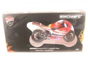 【送料無料】模型車 モデルカー スポーツカードゥカティロッシducati desmosedici gp111 46 motogp 2011 valentino rossi