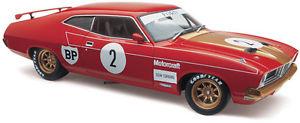 【送料無料】模型車 モデルカー スポーツカーアランモファットフォードクラシック1976 atcc winner allan mat ford xb falcon gt hardtop 118 classic carlectable