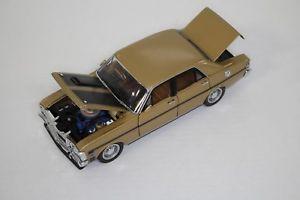 【送料無料】模型車 モデルカー スポーツカートラックススケールフォードファルコンフェーズtrax 124 scale trl8b 1970 xw ford falcon gtho phase ii grecian gold great