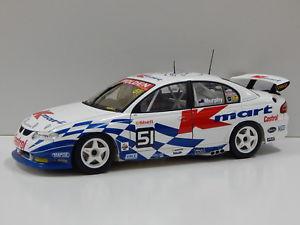 【送料無料】模型車 モデルカー スポーツカーホールデンコモドールマーフィービアンテ118 holden vx commodore kmart gmurphy 2001 51 biante 80166