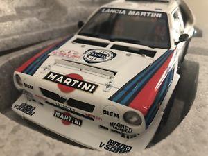 【送料無料】模型車 モデルカー スポーツカーシグネチャランチアデルタ#マティーニツールドコルス118 autoart signature lancia delta s4 4 martini tour de corse toivonen mib