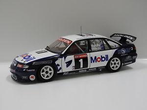 【送料無料】模型車 モデルカー スポーツカーホールデンコモドールバサーストラウンズマーフィークラシックカール118 holden vr commodore 1996 bathurst winner lowndesmurphy 1 classic carl