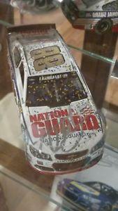 【送料無料】模型車 モデルカー スポーツカーデイルアーンハートジュニアガードマーティンズヴィルdale earnhardt jr duel signed 2014  guard martinsville win 124 car