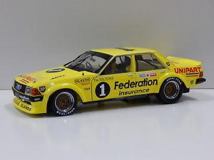 【送料無料】模型車 モデルカー スポーツカーフォードファルコンフェデレーションバサーストモファットビアンテ118 ford xd falcon federation 1980 bathurst amat 1 biante mb025