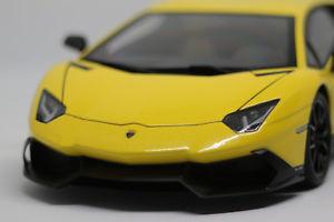 【送料無料】模型車 モデルカー スポーツカーランボルギーニオリオ118 lamborghini aventador lp 7204 autoart signature 50th annv giallo orio