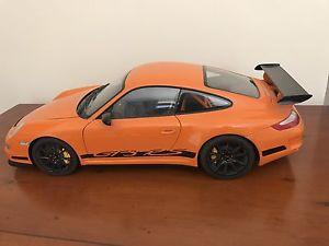 【送料無料】模型車 モデルカー スポーツカーポルシェグアテマラオレンジブラックストライプ