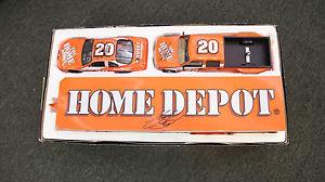 【送料無料】模型車 モデルカー スポーツカーブルックフィールドコレクターギルドトニースチュワートトリプルダイカスト1999 brookfield collectors guild tony stewart triple signed diecast 124 rookie