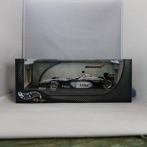 【送料無料】模型車 モデルカー スポーツカーマイクハッキネンフライングフィンマクラーレンレーシングチームフォーミュラ118, signed, mike hakkinen the flying finn, mclaren racing team, formula 1