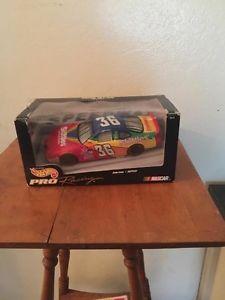 【送料無料】模型車 モデルカー スポーツカーホットホイールプロレーシングスケールカイルペティレースカーhot wheels pro racing 124 scale 1997 kyle petty race car