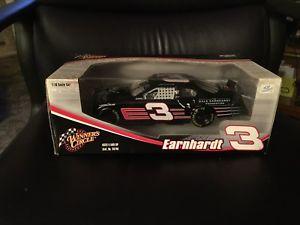 【送料無料】模型車 モデルカー スポーツカー#デイルアーンハートスケールレースカー2005 winner039;s circle dale earnhardt sr 3 118 scale race car