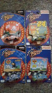 【送料無料】模型車 モデルカー スポーツカー#サークルピーナツnascar winner039;s circle 164 looney toonspeanuts lot of 4