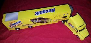 【送料無料】模型車 モデルカー スポーツカーホットホイールレーシング#チームトランスポーターnestle nesquik hot wheels racing nesquik 10 2001 team transporter 164
