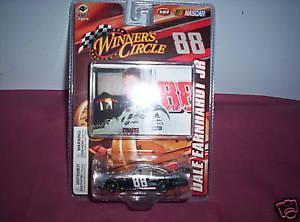 【送料無料】模型車 モデルカー スポーツカーデイルアーンハート#2008 88 dale earnhardt, jr national guard 164 car last one