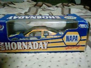 【送料無料】模型車 モデルカー スポーツカーロン#ナパレーシングアクションron hornaday 3 napa racing 2000 action 124