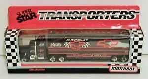 【送料無料】模型車 モデルカー スポーツカーデイルアーンハート#ボウタイマッチチームトランスポーターdale earnhardt 3 goodwrench bow tie 1992 187 matchbox team transporter