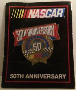 【送料無料】模型車 モデルカー スポーツカービンテージナスカーコレクタラペルピンtas032006 nascar vintage nascar 50th anniversary collectors lapel pin