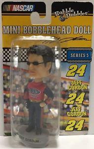 【送料無料】模型車 モデルカー スポーツカーミニボブルヘッドジェフゴードンtas037628 2003 bobble dobbles nascar mini bobble head jeff gordon