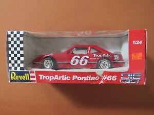 【送料無料】模型車 モデルカー スポーツカー#ポンティアックプラスrevell 66 tropartic pontiac phillips 66 nascar 124
