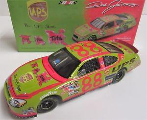 【送料無料】模型車 モデルカー スポーツカーデイルジャレット#フォードダイカスト124 dale jarrett 88 ups toys for tots 2005 ford nascar diecast car