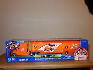 【送料無料】模型車 モデルカー スポーツカートニースチュワートダイカストコレクタトレーラーtony stewart diecast collector trailer rig