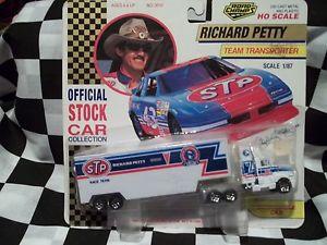 【送料無料】模型車 モデルカー スポーツカー#リチャードペティレーシングトランスポーター1992 43 richard petty,s 187 stp racing transporter