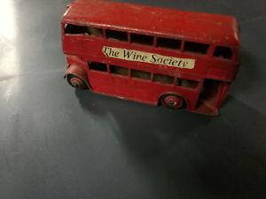 【送料無料】模型車 モデルカー スポーツカーバスワインインペリアーレdinky toys english bus has imperiale the wine society