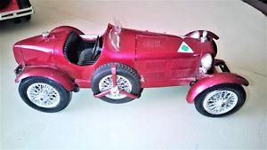 【送料無料】模型車 モデルカー スポーツカーアルファロメオプラスチックnice car 118 alfa romeo metal and plastic burago