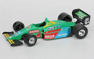 【送料無料】模型車 モデルカー スポーツカーレースカーベネトンフォードold toyracing carburagobenetton ford b188 124 l 20 cm