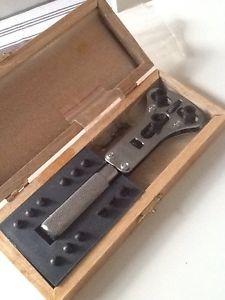 【送料無料】ウォッチツールnuova inserzioneapricassa orologi in metallo threejaw watch tools