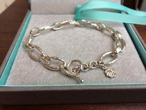 ブレスレット アクセサリ— ホールスターリングシルバーリンクブレスレットボックスオン dower and hall sterling silver hammered oval link nomad bracelet, in box