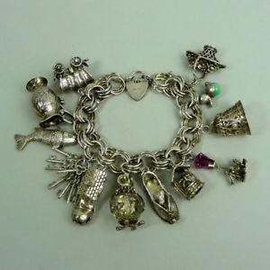 【送料無料】ブレスレット アクセサリ― ヴィンテージシルバーブレスレットa good quality vintage silver 12 charm bracelet