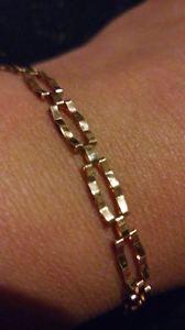 【送料無料】ブレスレット アクセサリ― イエローゴールドバーゲートブレスレットpretty 9ct 375 yellow gold two bar gate bracelet excellent condition*****