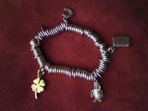 【送料無料】ブレスレット アクセサリ― ロンドンリンクキャンディシルバーブレスレットチョウジフクロウlinks of london sweetie silver bracelet amp; letter c quilted bag clove owl charms