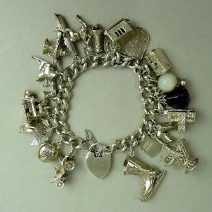 【送料無料】ブレスレット アクセサリ― ビンテージシルバーリンクブレスレットa good quality heavy vintage silver kerb link charm bracelet c1975 108g