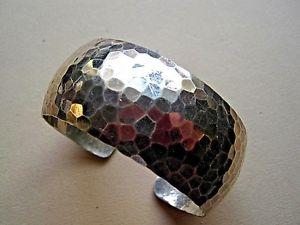【送料無料】ブレスレット アクセサリ― シルバーカフブレスレットlovely planished silver cuff bracelet
