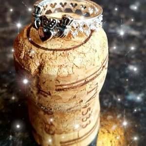 【送料無料】ブレスレット リングアイリッシュッドクラダクラウンファンタジープリンセスリングanello di claddagh irlandese crown fantasia principessa anello anello di fidanzamento quee