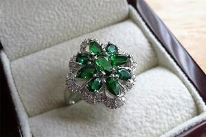 【送料無料】ブレスレット ラボグリーンエメラルドスターリングシルバークラスタリングlab green emerald e zirconi 925 argento sterling cluster anello misura q 8