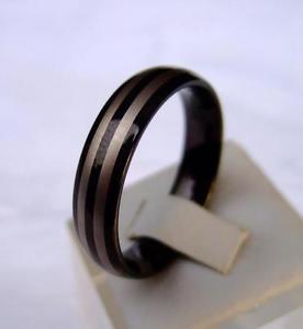 【送料無料】ブレスレット タングステンタングステンカーバイドリング2 tungstenotungsten carbide anelli 6 mm larga nero placcati strisce design
