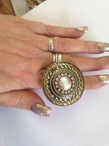 【送料無料】ブレスレット ソリッドブラスゴールドラウンドリングサイズビンテージプリottone massiccio rotondo oro amp; crystal dichiarazione anello taglia r vintage pre indossata