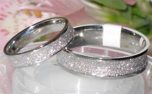 【送料無料】ブレスレット ダイステンレスリング2die4 6mm 4mm luccicante anello di matrimonio str186 uomo o donna acciaio inox