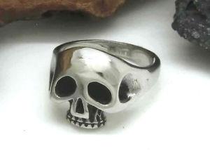 【送料無料】ブレスレット ステンレススチールバイカーシルバークラシックスカルリングclassica teschio anello in acciaio inox skull biker colori argento