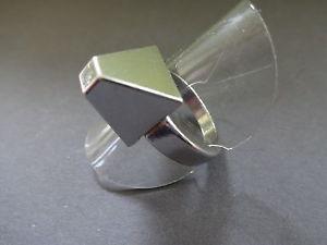 【送料無料】ブレスレット デザインシルバーシンカーモードbague anneau design pyramide t 56 metal plaque argente gris platine mode