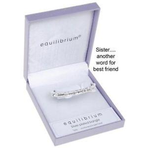 【送料無料】ブレスレット シルバーメッキヒンジequilibrium sisteranother word for best friend silver plated hinged w8r