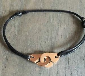 【送料無料】ブレスレット レスールコルドンノワールローズブレスレットles menottes sur cordon noir en acier dor rose bracelet breloque top tendance