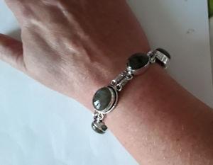 【送料無料】ブレスレット クリエイションボーブレスレットアルジェントオルヌドagnes creations  beau bracelet femme argent 925 orne de 5 labradorites